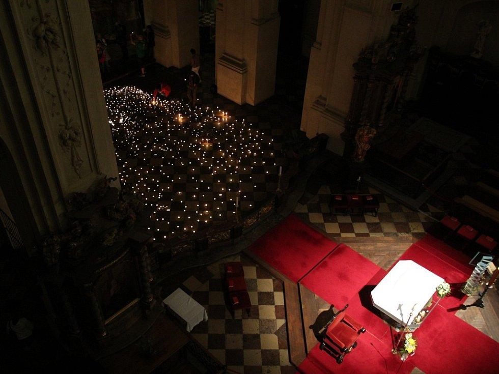 Interiér kostela Nejsvětějšího Salvátora v Praze.