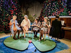 V inscenaci Martiny Schlegelové se představí Eva Holubová, Zuzana Kronerová, Zoja Oubramová a Eva Salzmannová