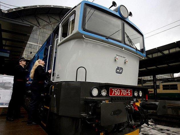 Křest modernizované lokomotivy řady 750.7 a představení prvních rychlíkových vozů s revitalizovaným interiérem proběhlo 7. ledna na pražském hlavním nádraží.