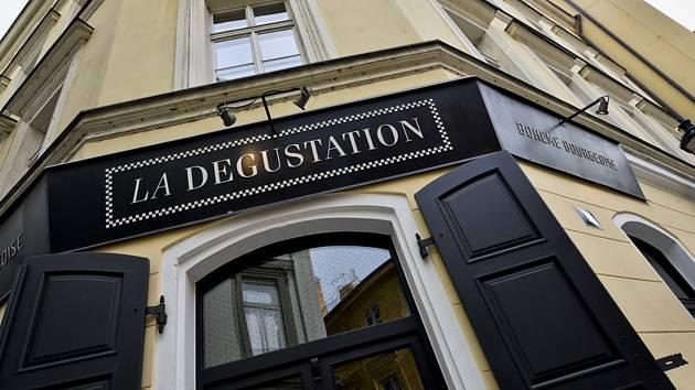 Pražské restaurace La Degustation Boheme Bourgeoise (na snímku z 27. března 2018) a Field i v roce 2020 obhájily michelinskou hvězdu. V prestižním průvodci po evropských restauračních zařízeních zůstávají ale jedinými českými zástupci s hvězdičkami.