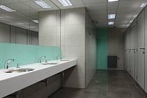 Rekonstruované veřejné toalety ve stanici metra Můstek.