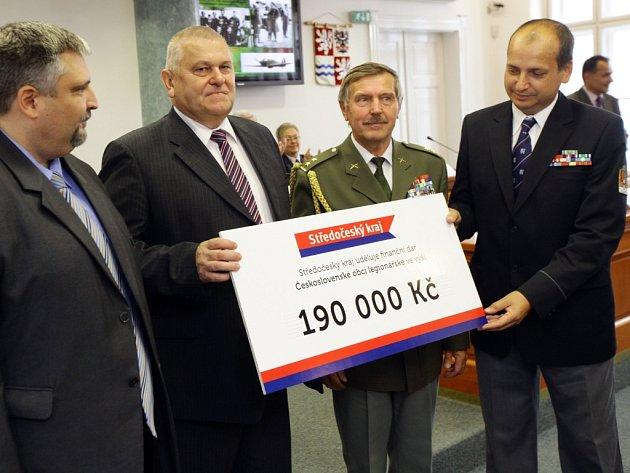 Hejtman Miloš Petera ocenil válečné veterány ze Středočeského kraje.