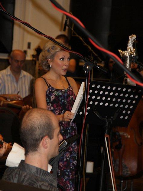 Natáčení nového CD Christiny Johnston sFilharmoniky města Prahy vSmečky Studio Music.