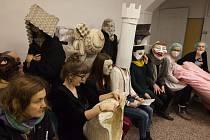 Toto není kachna! je mottem šestého ročníku Sametového posvícení. Jde o průvod masek s hudbou a alegorickými vozy centrem Prahy, který každoročně pomocí satiry poukazuje na aktuální společenská témata a představuje i ty, kdo se těmito tématy zabývají. Sam