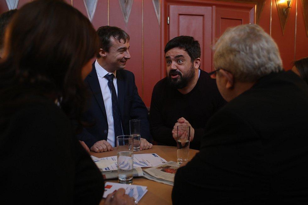 Setkání s primátorem Zdeňkem Hřibem. Vpravo starosta pražských Řeporyjí Pavel Novotný.