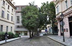 Bytový dům v ulici U Milosrdných bude mít nakonec jinou fasádu. Na fotografii je ještě původní vizualizace. Ta nová bude známa až v červenci.
