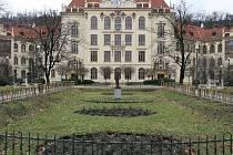 ZŠ Lyčkovo náměstí.