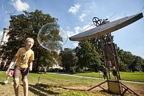 Bubble stroj na Karlově náměstí.