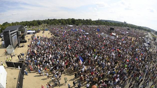 Na pražské Letné lidé protestují proti premiéru Andreji Babišovi.