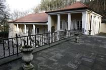 OSMNÁCT LET SPORŮ. Muzeum W. A. Mozarta na pražské Bertramce.