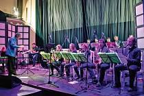 Čakovický J. J. Big Band pod taktovkou Jana Soukupa v pražském divadle Royal.