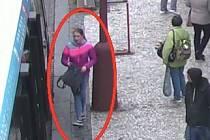 Policisté stále hledají poškozenou, která byla zraněna při incidentu v Praze na Florenci.