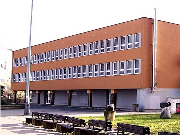 školní jídelna Fakultní základní školy Brdličkova vPraze 13