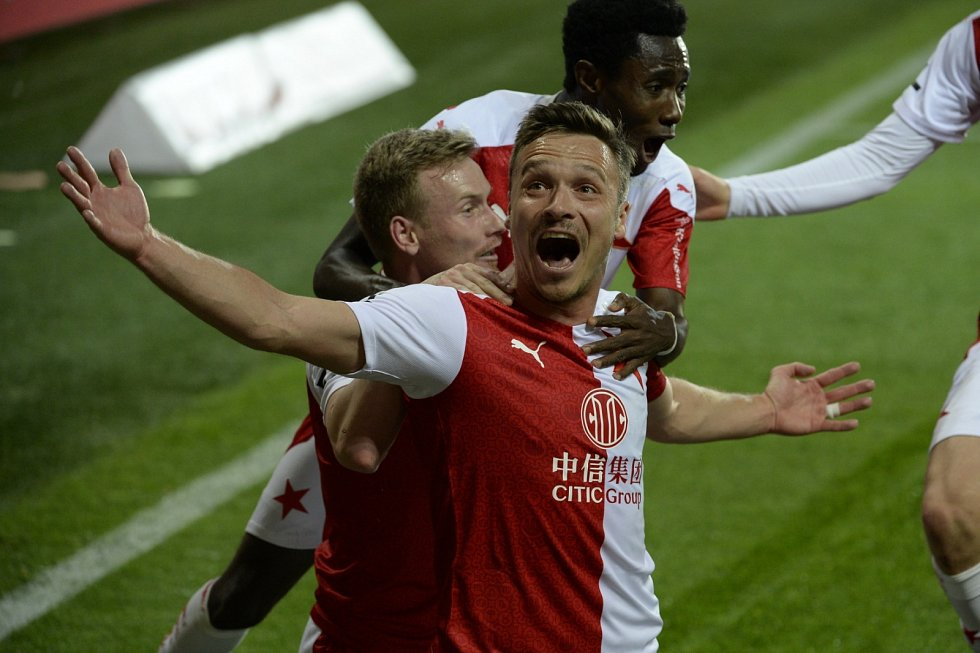 Slávistický útočník Stanislav Tecl se raduje z gólu v derby proti Spartě (2:0).