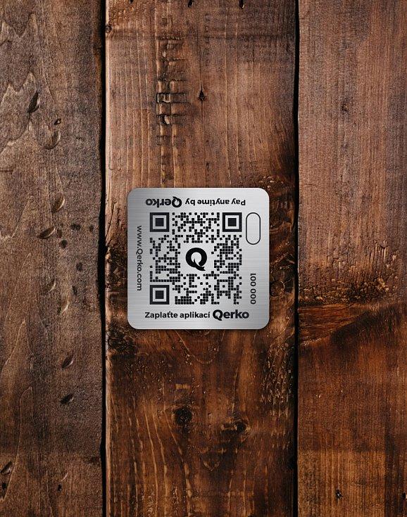 QR kód na stole.
