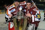 Titul v roce 2006 znamenal pro Petra Břízu (vlevo) zároveň loučení s hráčskou kariérou.