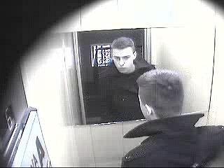 Pražští policisté pátrají po totožnosti muže, který vpondělí 12.března odcizil zkanceláře na Praze 10notebook.