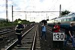 Evakuace cestujících po srážce vlaků v Běchovicích 10. 7. 2020.