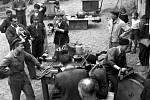 Walter – V Košířích sídlila významná továrna Walter Praha Košíře, která vyráběla ozubená kolečka. Její zaměstnanci po válce pomáhali, kde bylo potřeba - třeba v Záhořanech na Nymbursku v roce 1947 jako na snímku.