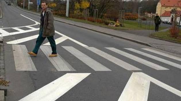 Přehod v Patočkově ulici už dnes chrání semafor.