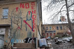 Druhý den vyklízení budovy Kliniky v Jeseniově ulici.