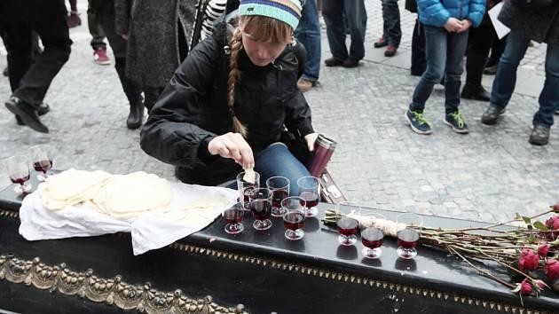 Pouliční happening Velký pátek v rámci Celonárodního čtení Bible 2015