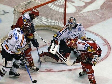 Hokejisté Sparty obhajují mistrovský titul.