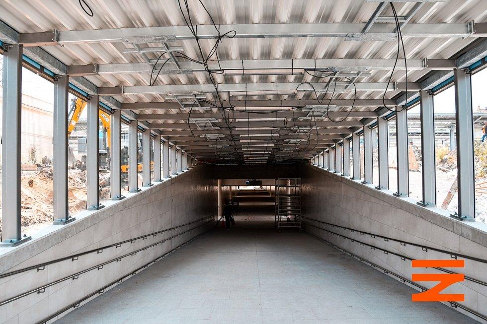 Nádraží Praha-Vršovice. Podchod je zatím v provizorním provozu.