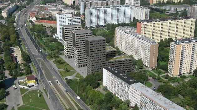 Šedé domy (uprostřed) lidé v Ďáblicích nechtějí.