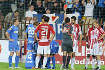VŠECHNO ŠPATNĚ. Žižkovské problémy v utkání s Ostravou odstartovaly už ve 14. minutě, kdy byl vyloučen Gabriel.