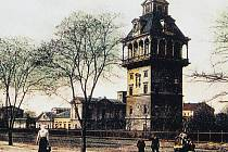 Vodárna. Stavbu z roku 1885, ale i další přibližuje výstava.