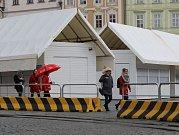 Příprava na Velikonoční trhy na Staroměstském náměstí.