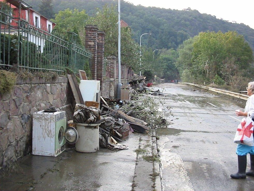 Povodně v metropoli z roku 2002. Na snímcích je městská část Praha-Sedlec.