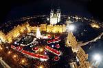 Rozsvícení vánočního stromečku přihlížely na Staroměstském náměstí tisíce lidí.