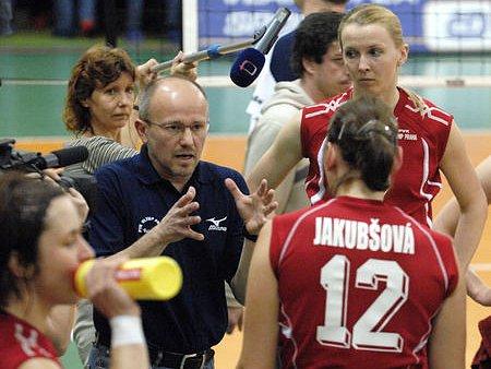 ROZHODNOUT DOMA. To je přání hráček Olympu i jejich trenéra Stanislava Mitáče.