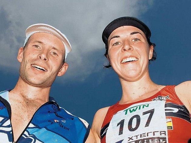 MISTŘI. Karel Zadák a Eva Skalníková vybojovali na Hostivařské přehradě titul mistrů ČR v terénním triatlonu Xteře. Karel Zadák (foto vpravo) ujíždí v cyklistické části závodu hrozivým mrakům.