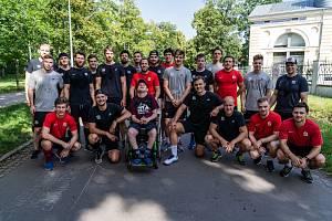 Sparťanský A-tým pomůže svou účastí na běhu Sparťanská pětka k novému vozíku pro fanouška Dominika Bohuňovského.