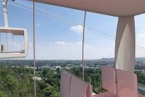 Nové vizualizace lanovky spojující Podbabu s Bohnicemi. Hotovo by mělo být v roce 2025. V budoucnu se plánuje tramvajová trať.