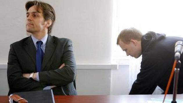 Obžalovaný David Lein (na snímku vpravo) se svým obhájcem.