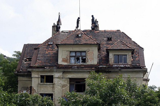 Squatteři na střeše Milady.