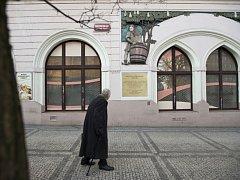 Pamětní desku chorvatskému biskupovi a buditeli Josipu Juraji Strossmayerovi slavnostně odhalí 14. února dopoledne v pražských Holešovicích na náměstí, které je po něm pojmenované.