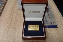 Cihličky vypadají důvěryhodně – použité zlato ale má hodnotu jen asi 52 tisíc; čtvrtinu, než prodejci deklarovali.