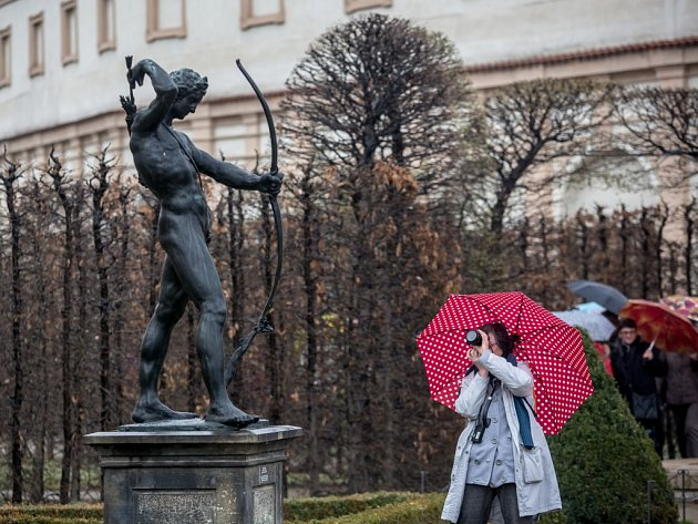 Po zimní přestávce je od pátku 1. dubna 2016 opět otevřená pro veřejnost Valdštejnská zahrada v Praze. Přístupná a průchozí bude až do října.