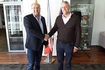 Roman Mejstřík (vlevo) je v Praze 6 radním pro oblast správy majetku  a sportu. Nedávno řešil spor o nájemné s zástupcem pizzerie Grosseto.