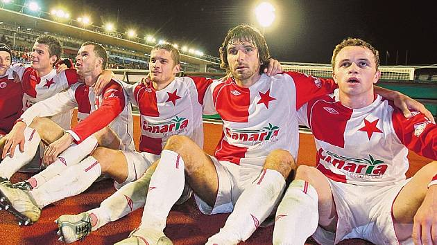 VYHLÍŽÍ ARSENAL. Fotbalisté Slavie po ligové výhře s Teplicemi, už zítra je čeká liga mistrů s Arsenalem.