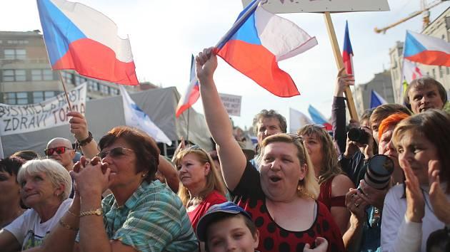 Setkání příznivců SPD na Václavském náměstí v Praze