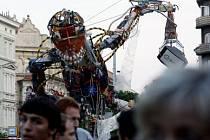 RECYKLUJ! Na pěší zóně na Andělu vznikl Šrotozemšťan, který je sestaven výhradně s vysloužilých elektrospotřebičů.