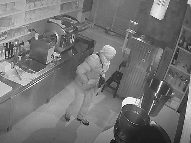 Vloupání do kavárny.