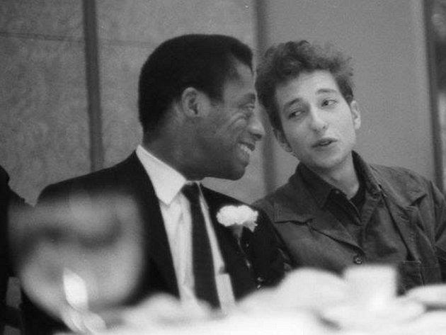 James Baldwin (vlevo) na archivní fotografii s Bobem Dylanem.