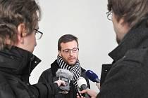 Potřeboval bych si to rozmyslet. To v pátek místo vynesení verdiktu prohlásil samosoudce Obvodního soudu pro Prahu 5 Jan Šott, před nímž stanul pražský galerista Jan Třeštík.